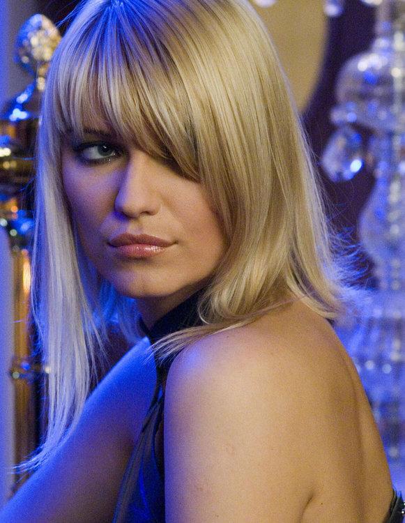 5b432bf882dc1_IvanaMilicevic-CasinoRoyale1.thumb.jpg.b5380b214b753dc11af216c1ba877335.jpg
