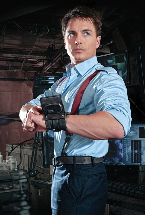 194424037_Torchwood-JohnBarrowman-suspenders.thumb.jpg.1dc10b5cf5ee68027a3d1619007b79d8.jpg